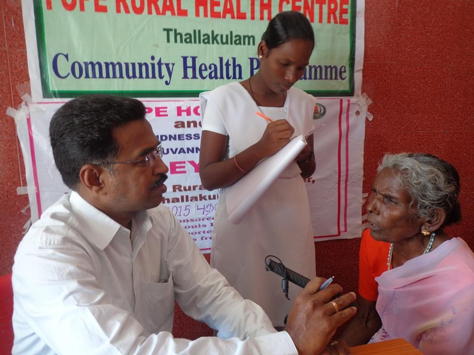 Mars 2015 - Visite ophtalmologique au centre médical de POPE