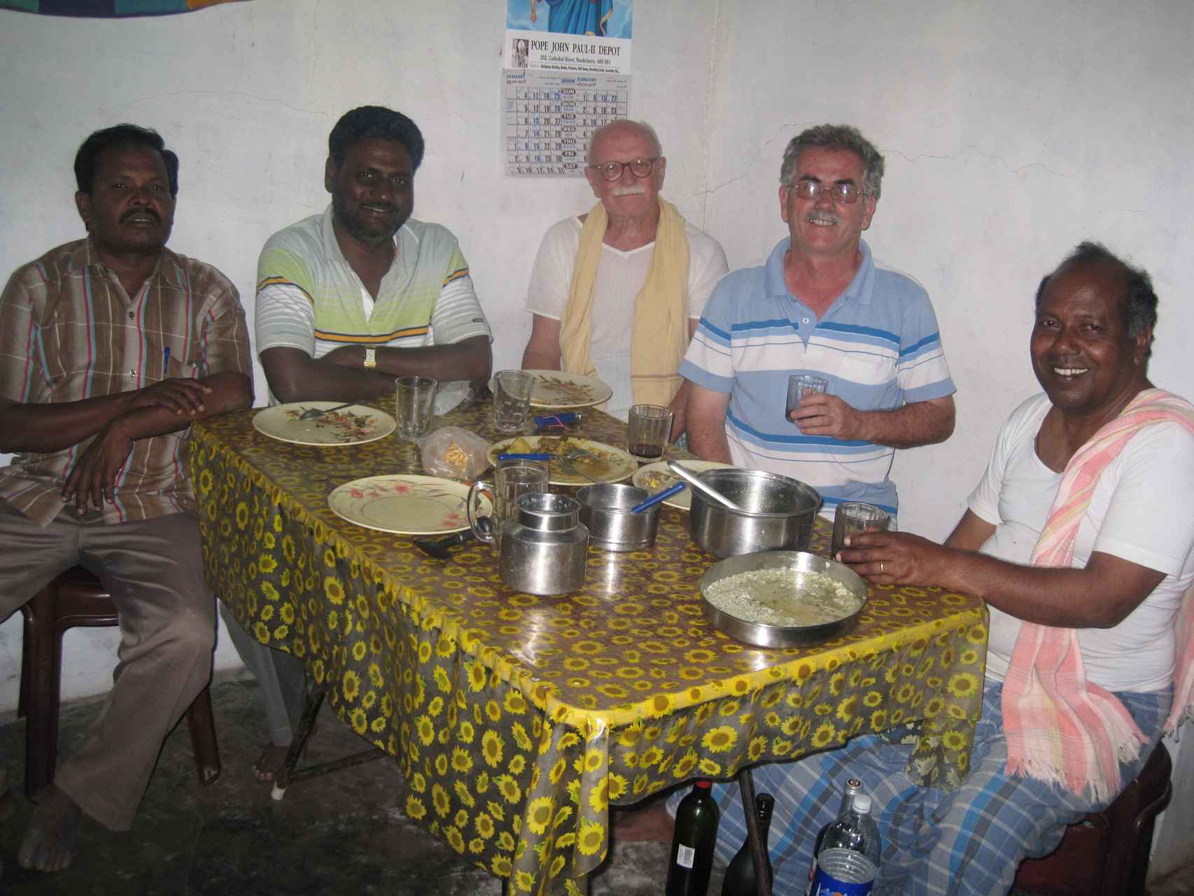 Dîner à la fraternité d'Alampoondi - Jagadisen, Rosario, Shanti, Anand, Visu  - Janvier 2009