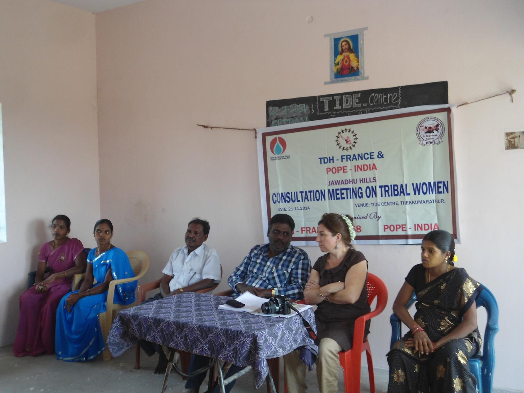 Novembre 2014 - Réunion d'information avec les femmes tribales à Thekkumapathur en présence d'Agnès Muller