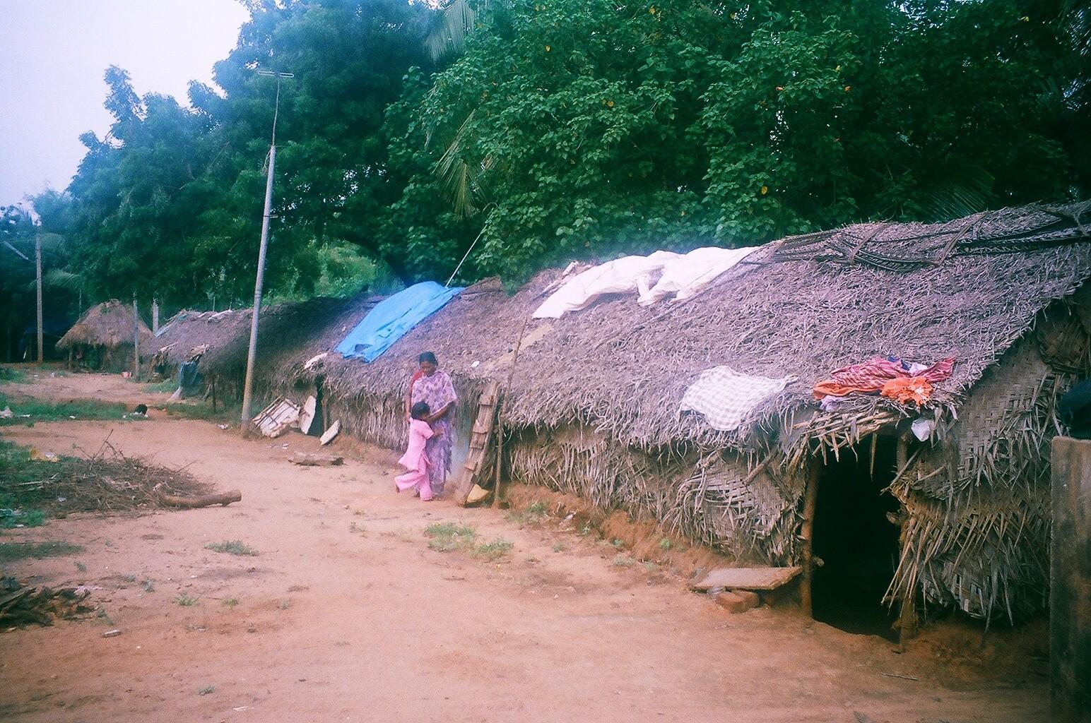 Décembre 2005 - Abris provisoires de Periyakalapatu