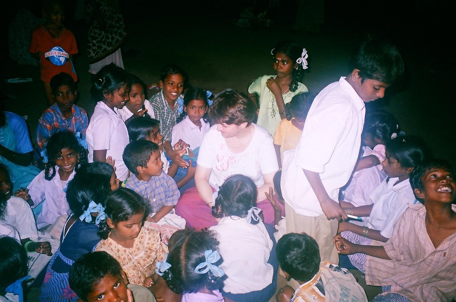 Avec les enfants de Pommiyar Palayam après le tsunami - Décembre 2005