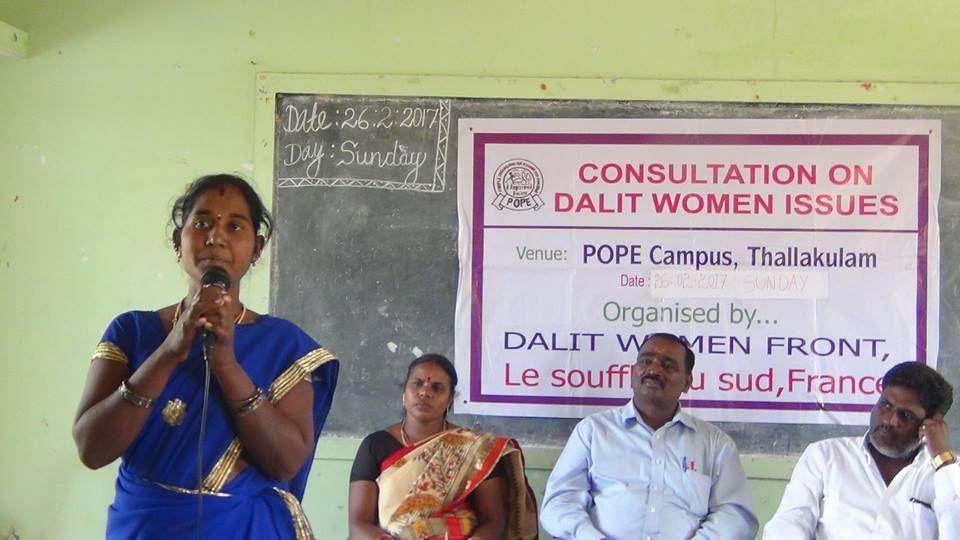Une femme dalit évoque les problèmes auxquels les femmes hors caste doivent faire face.
