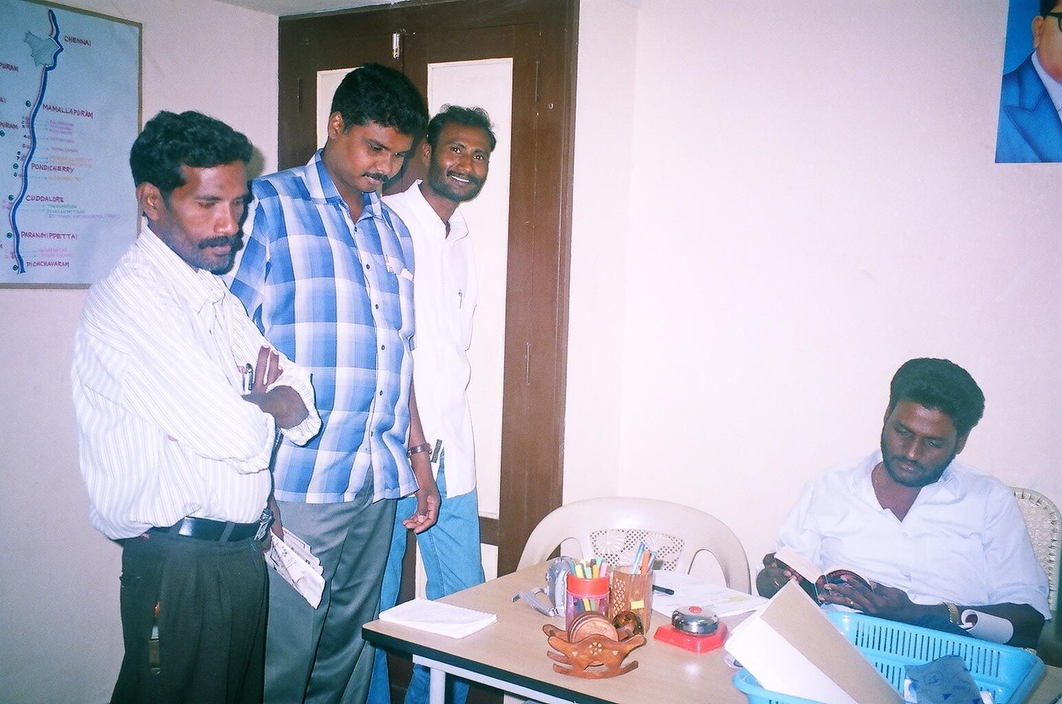 Décembre 2005 - Dans le bureau éphémère spécial tsunami de Pondichéry