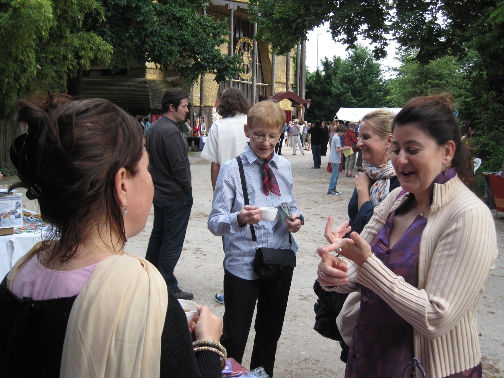 2012 - Echange avec une visiteuse voyageuse.