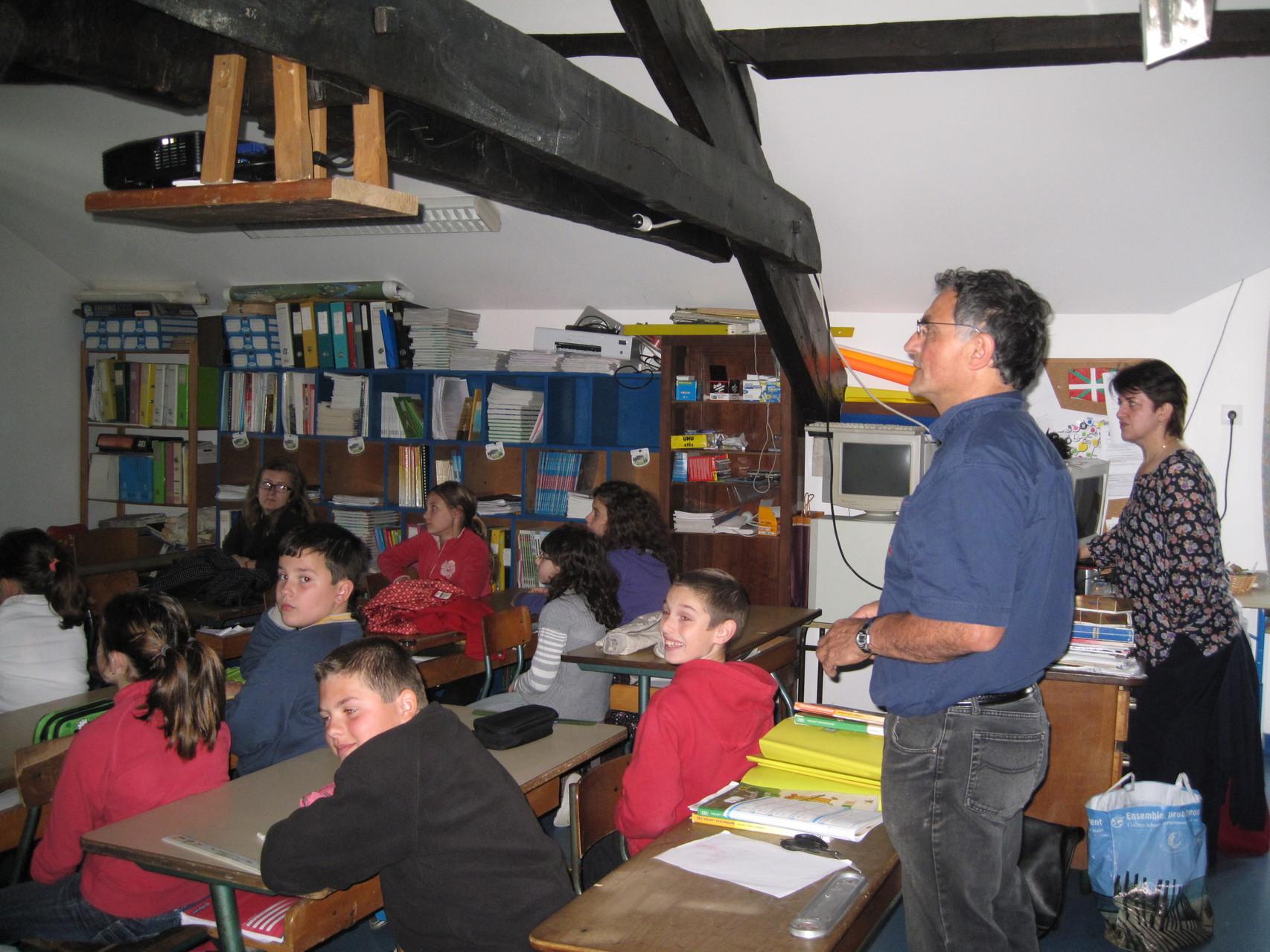 Présentation de la communauté Dalit à la classe de CM1-CM2 de Mizel Jorajuria à Saint-Pée-Sur-Nivelle - Avril 2012