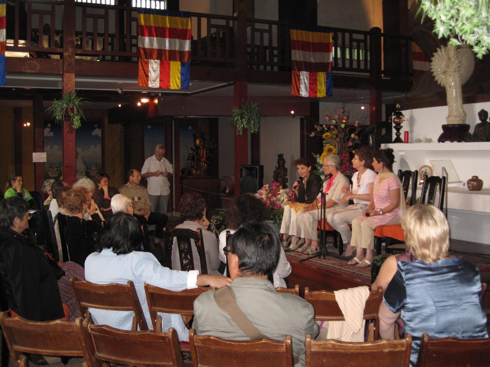 2012 - Echange, débat, et témoignages sur le voyage solidaire à l'intérieur de la Pagode
