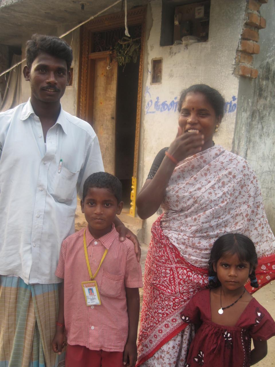 Le chauffeur de GRRC et sa famille - Communauté dalit d'Alampoondi - Janvier 2009