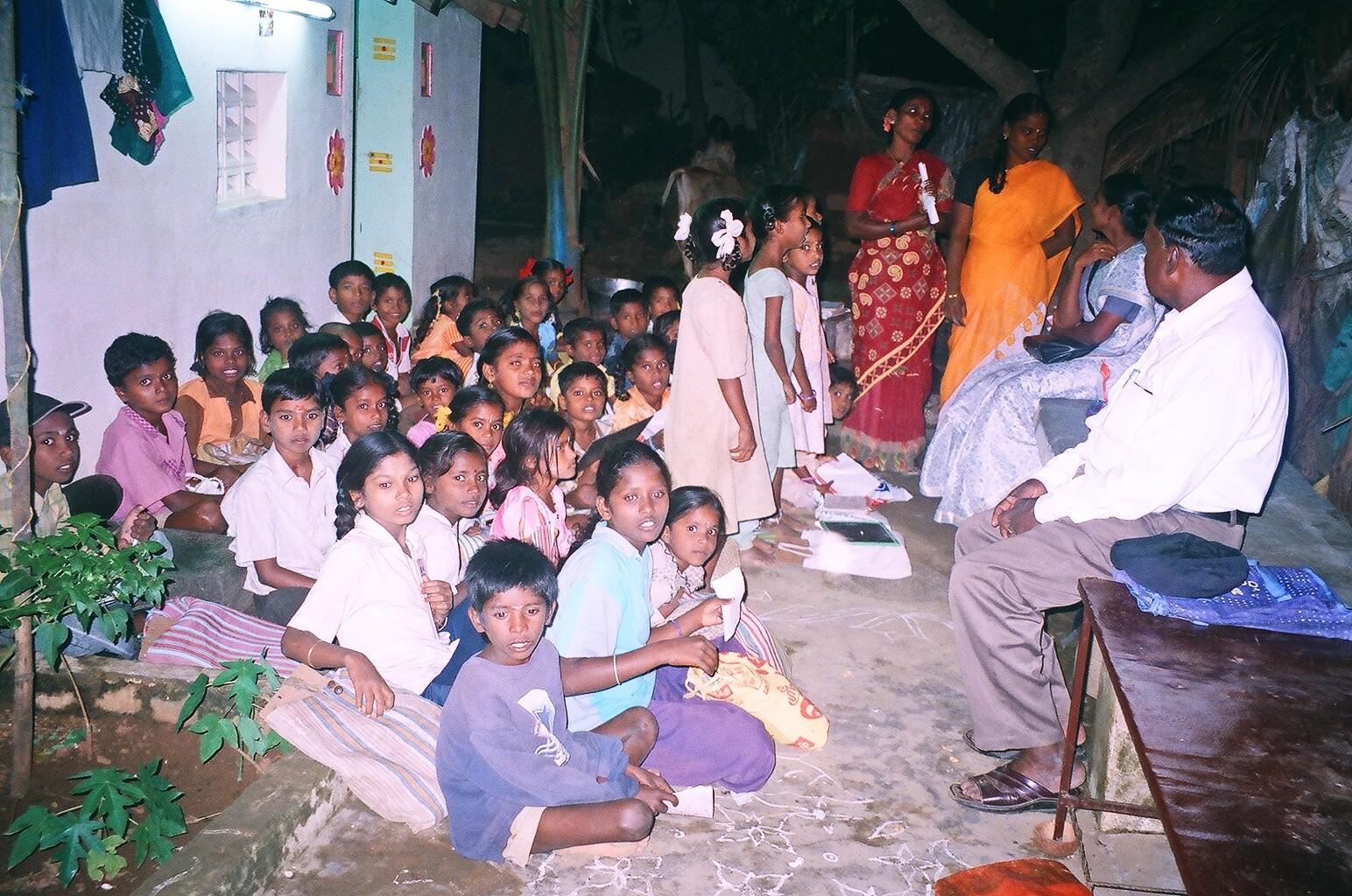 Echanges entre la coordinatrice et l'enseignante à Kanalapadi