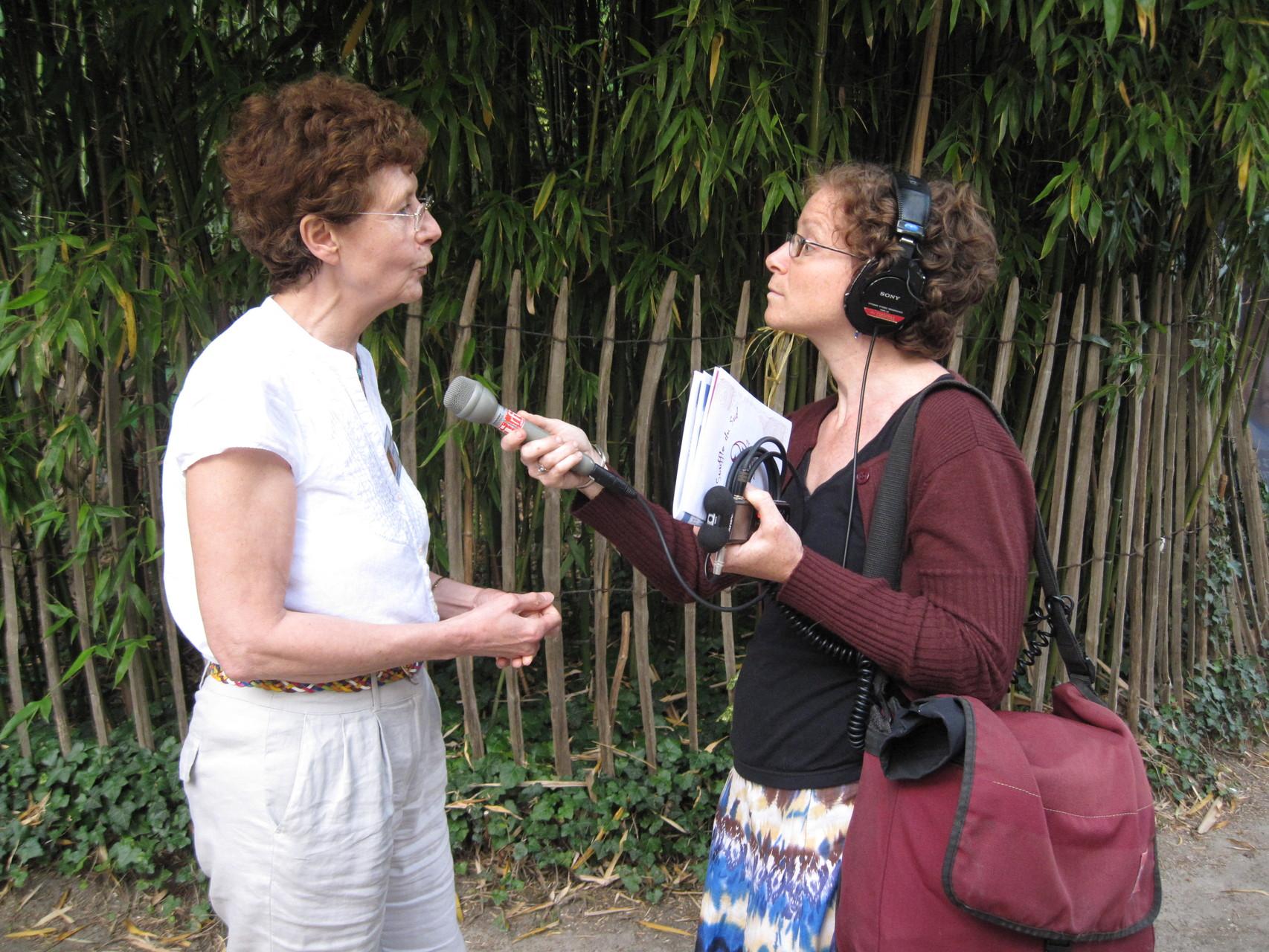 2012 - Marianne Didierjean explique le voyage solidaire.