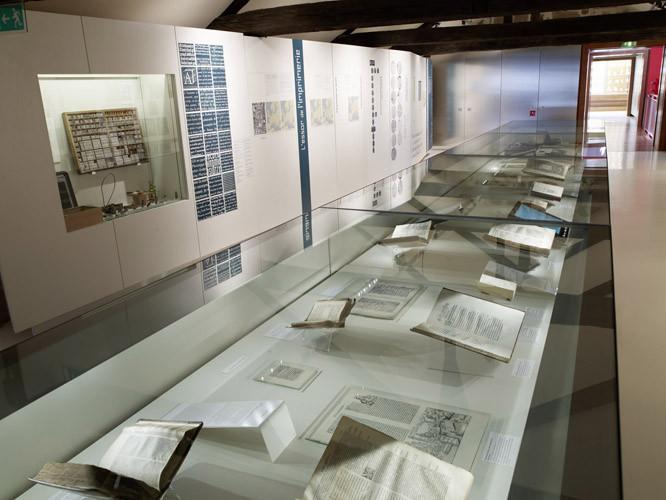 Musée Champollion, salle du livre, photo N. Blaya