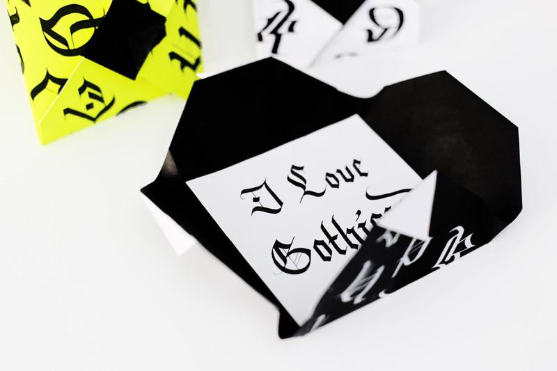 Calligraphie et pliages d'enveloppes