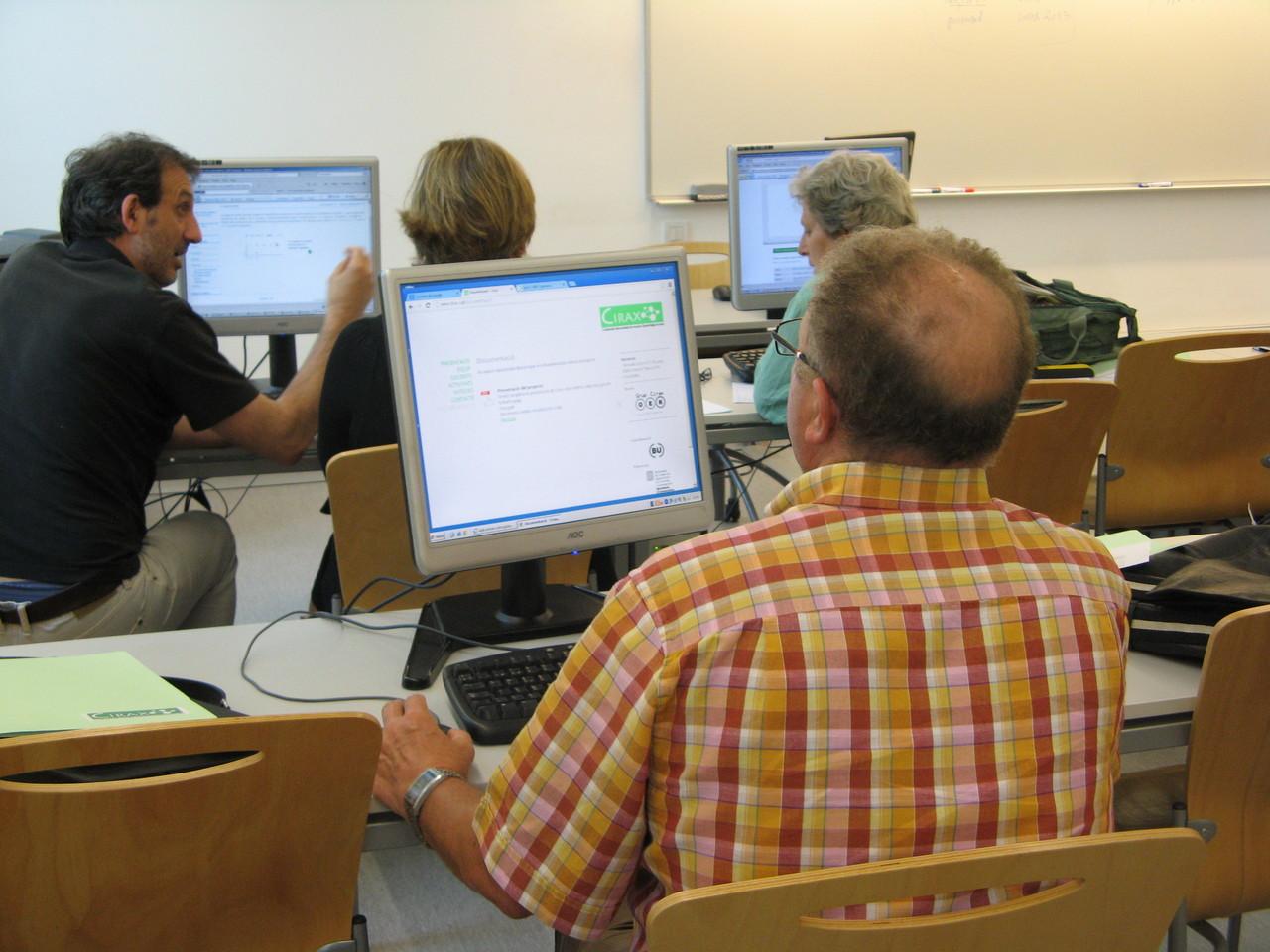 Els assistents van treballar en grups reduits per discutir la relació entre Cirax i la pràctica docent