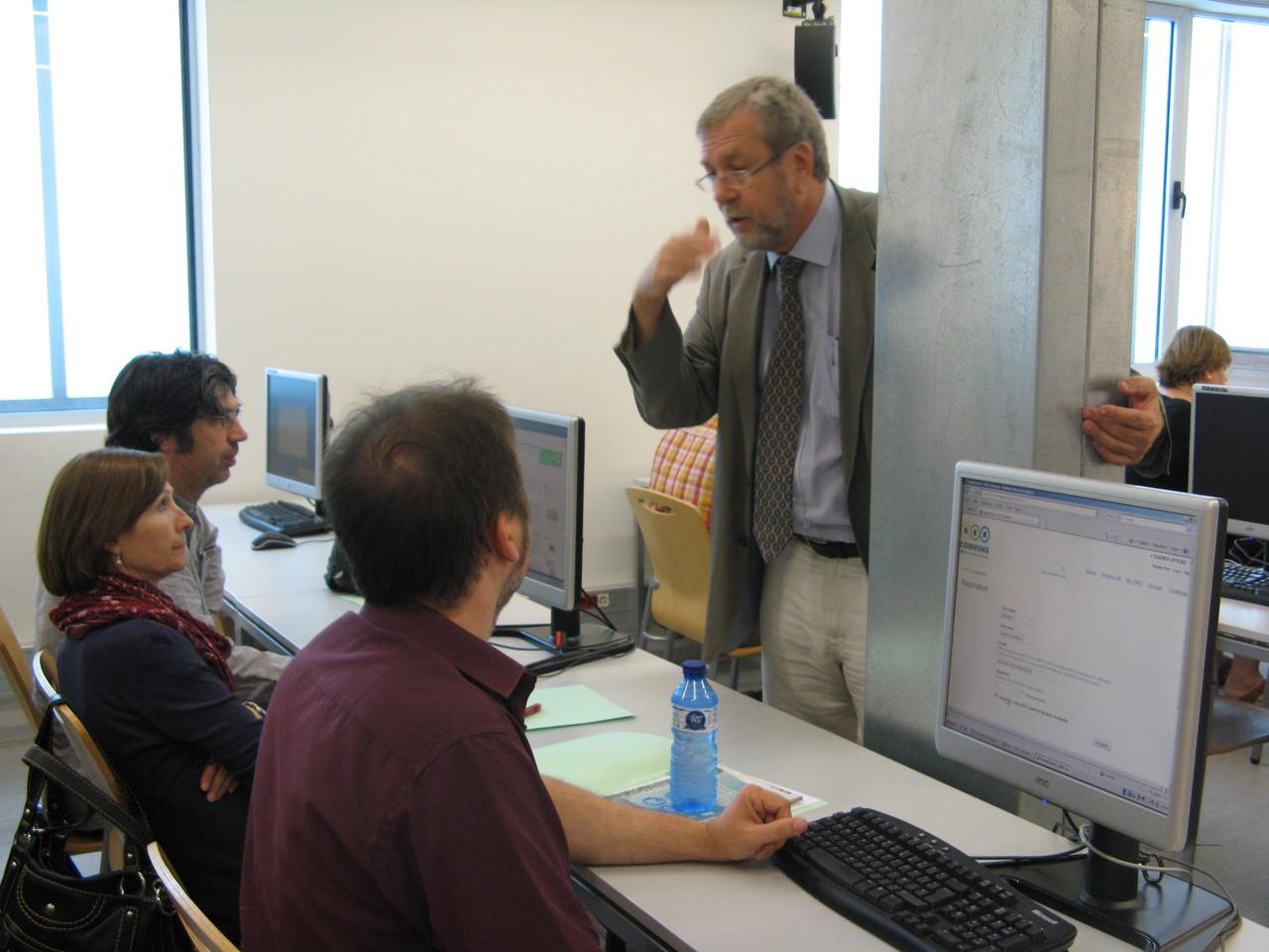 El taller va mostrar la plataforma social (OER Commons) on el professorat pot començar a trobar recursos de l'assignatura Fonaments de Matemàtiques