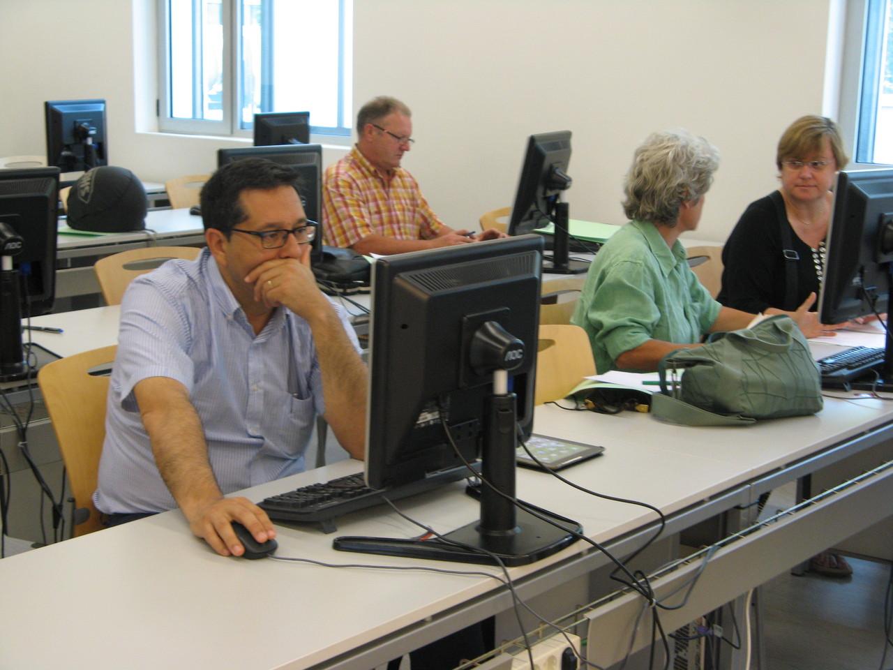 En els grups de discussió es va presentar el prototip amb un primer assortiment de recursos docents enviats pels professors