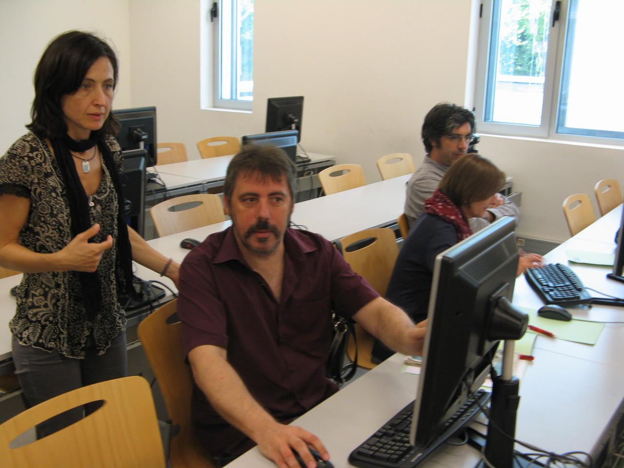 En el taller pràctic es va presentar el prototip i els assistents van poder navegar dins el grup Cirax de la plataforma social