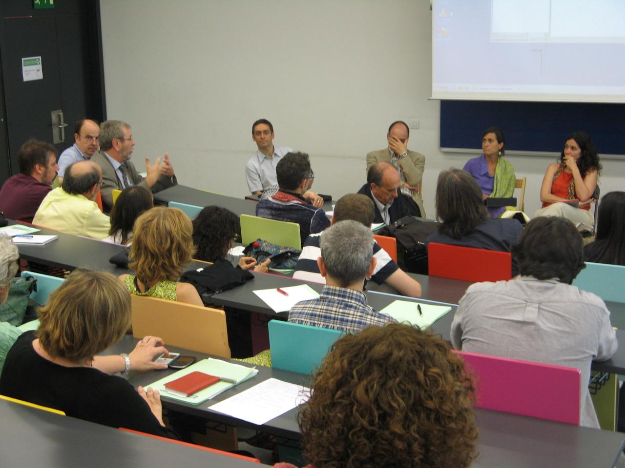En la posada en comú es van discutir els elements que s'havien tractat durant els grups de discussió: prototip, docència, compartició i reutilització de materials