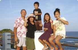 シミ・汗抜き、高品質手仕上げ、無料集配/上石神井 オハナクリーニングの家族写真