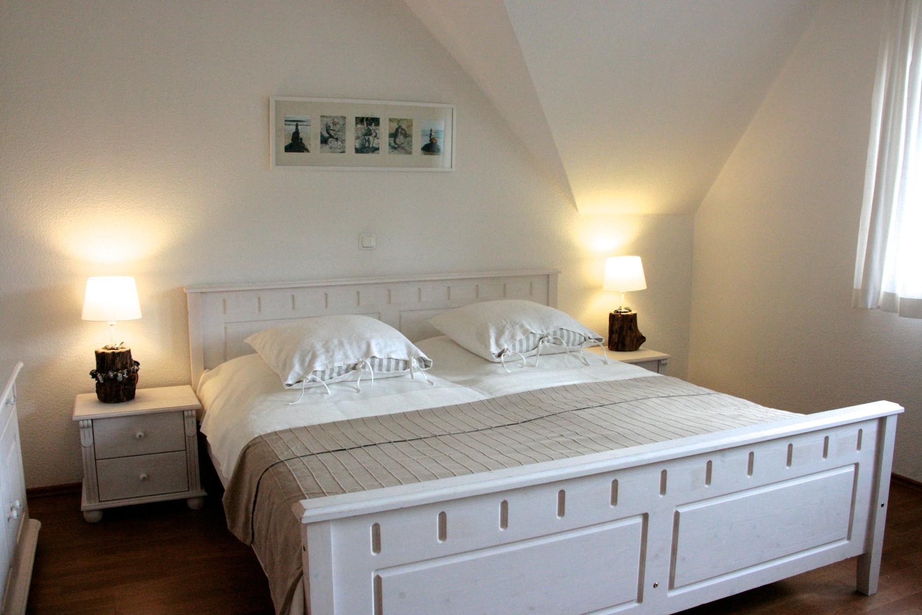Schlafzimmer 1 mit einem Doppelbett