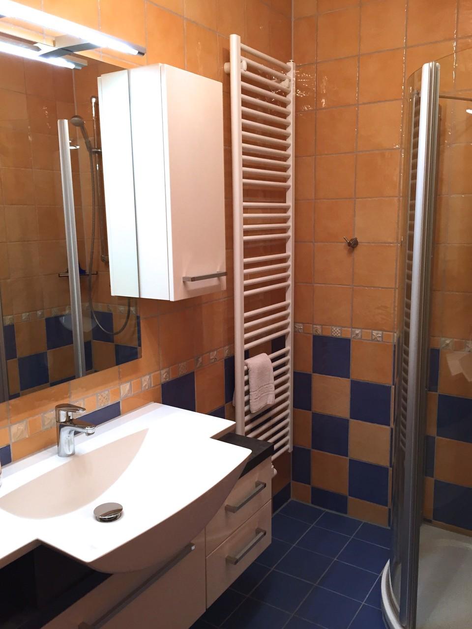 Bad im 1. OG mit WC, Dusche und Fußbodenheizung