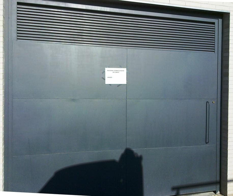 cancela automatica de garaje comunitario