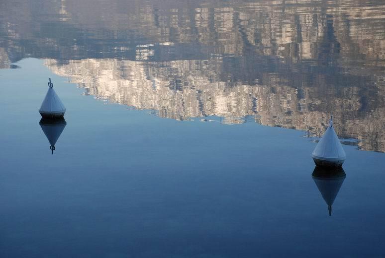 Plongée, pêche, baignade, ski nautique, pédalo ou encore vélo autour du lac d'Annecy