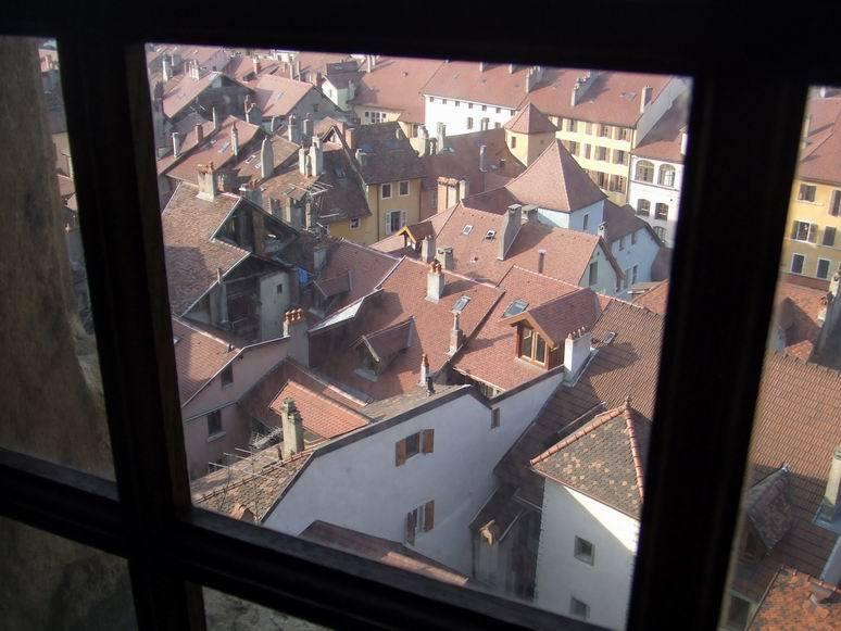 """A la découverte des canaux et batisses médiévales de la """"Venise des Alpes""""."""