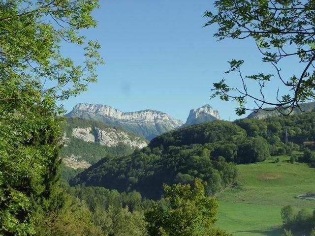 Vue panoramique depuis le gîte : massif des Bornes/Aravis (pré-Alpes)