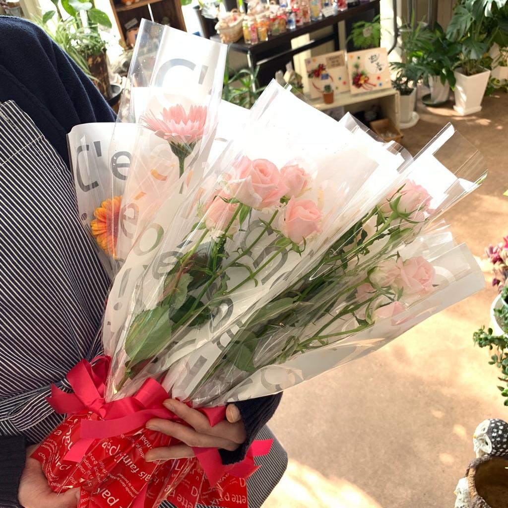 卒業式や送別会にお花の1本ラッピング承ります