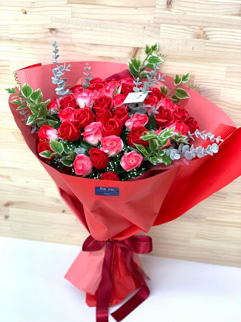 大きな花束のシャボンフラワーは枯れないお花のプレゼント