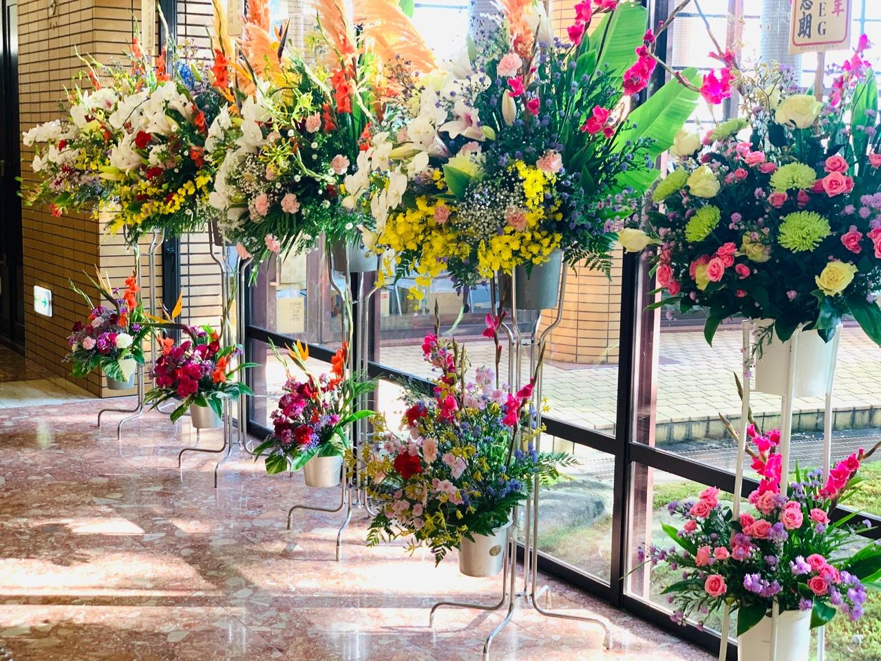 豪華な生花スタンド2段式