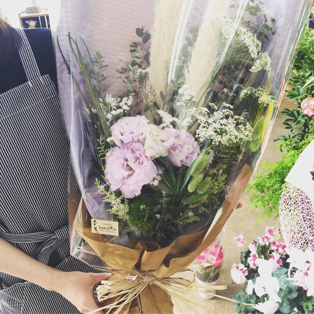 ドライフラワーをアクセントにシックにまとめるオシャレな花束