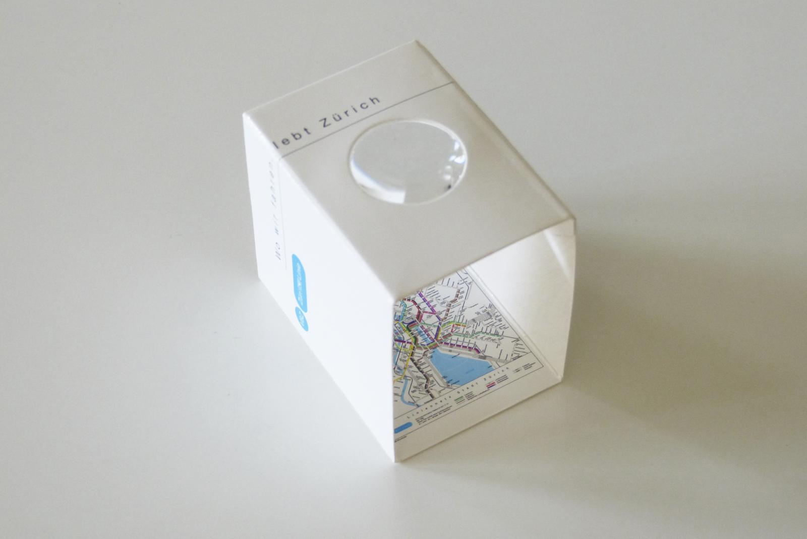 Give Away in Form eines faltbaren, kleinen Liniennetzplans für die Vestentasche – der reissenden Absatz fand!
