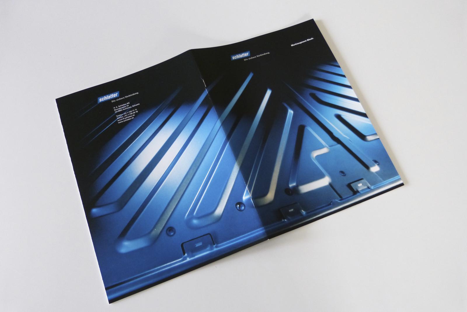 Titelbild-Foto über den ganzen Umschlag