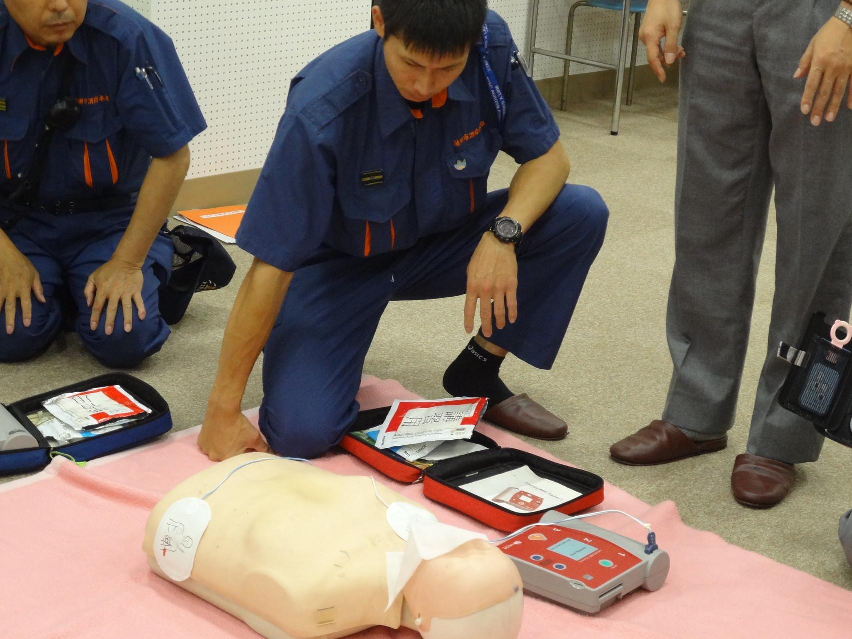 AED使用の実演