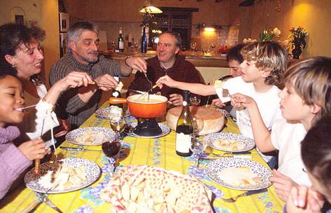 la fondue savoyarde à la table d'hôtes