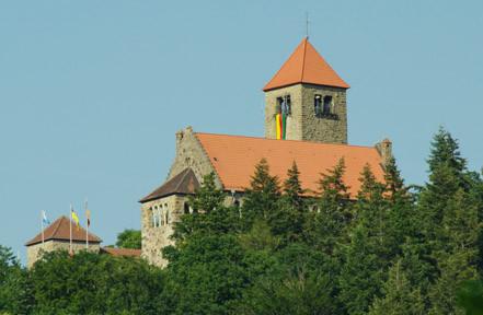 Die Wachenburg, erbaut 1907 - 1928 vom Weinheimer Senioren Convent auf einem Bergrücken über Weinheim, als repräsentativer Tagungsort der Weinheimer Corps.