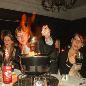Feuerzangenbowle mit Vorführung des Films.