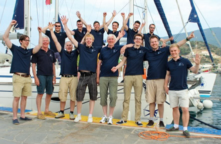 Gemeinsames segeln schafft engen Zusammenhalt.