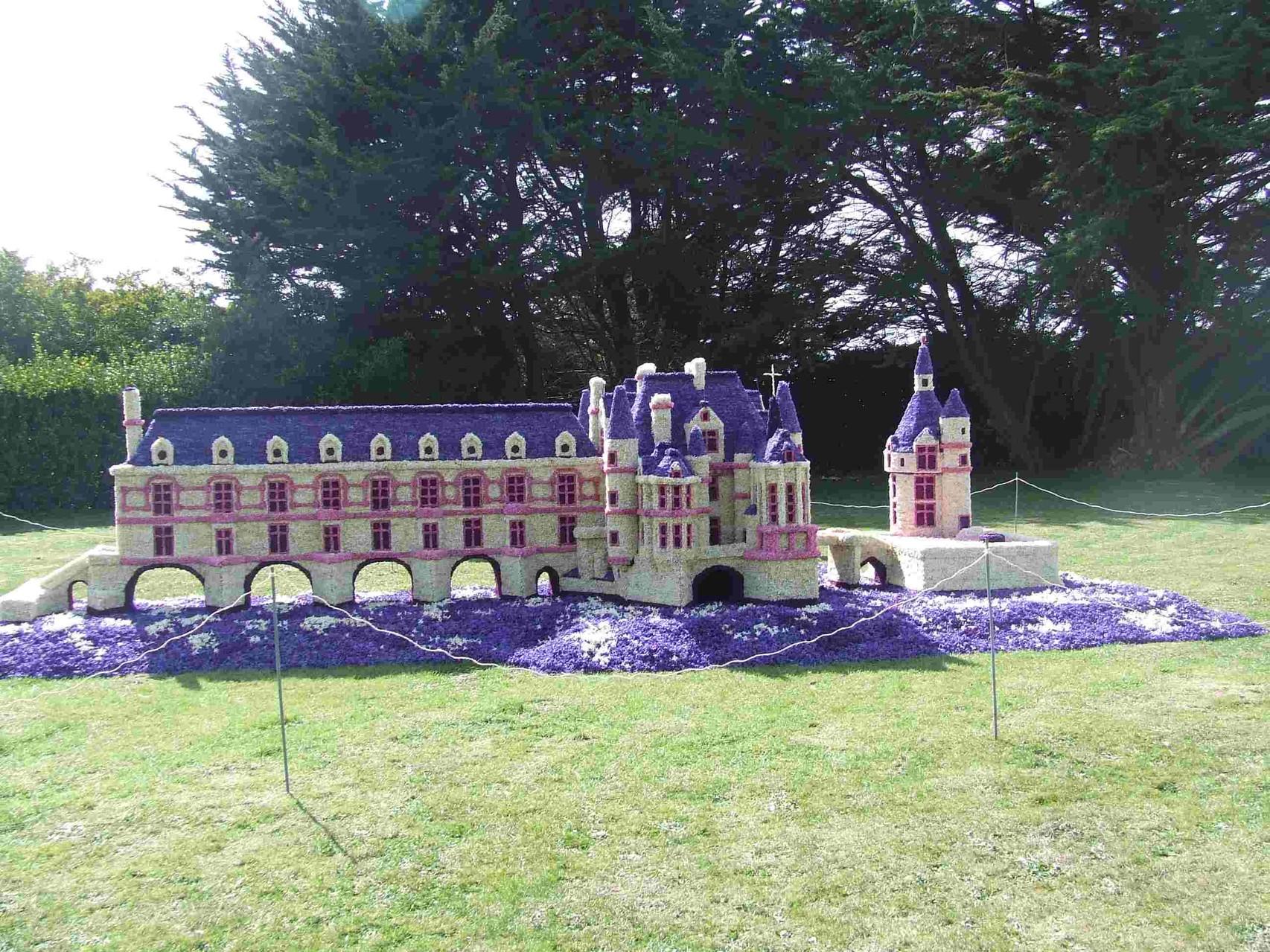 le château de CHENONCEAU en fleurs de jacinthes à La Torche ( © ets Kandoorp)