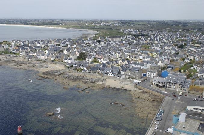 vue aérienne entrée du port ( © ville Guilvinec)