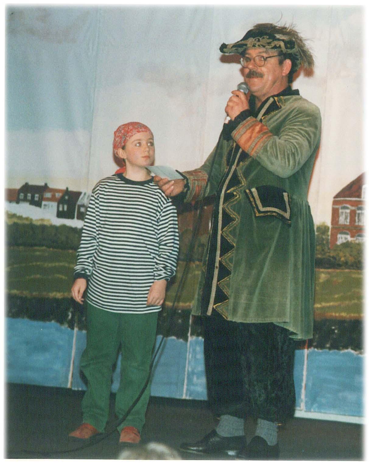 Leo samen met zijn toen 8-jarige dochter Marloes in het stuk Kapitein Zero.