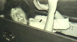 Mart van der Velden in zijn glansrol als Dracula tijdens de voorstelling in het parochiehuis van Lith in 1975.