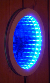 Spiegelleuchte,    Sperrholz/Acrylglas/LEDs     Dm ca. 25 cm     CHF 70.-     Lieferbar