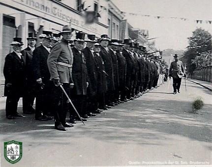 Aufstellung gegenüber dem Kirchplatz 1934. Quelle: Protokollbuch der SSB