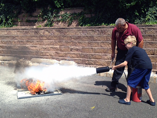 Putting out a fire with a CO2 Extinguisher