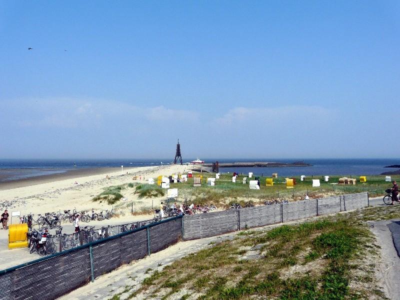Cuxhavens Wahrzeichen ist die Kugelbake...
