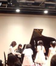 山野楽器ピアノ発表会でのデモンストレーション風景
