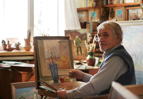 Г.А. Кулишов дома за работой, Каргополь (Gennady Kulishov in his study at home. Kargopol)