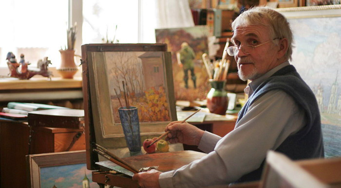 Г.А. Кулишов дома за работой, Каргополь (Gennady Kulishov in his study at home. Kargopol)