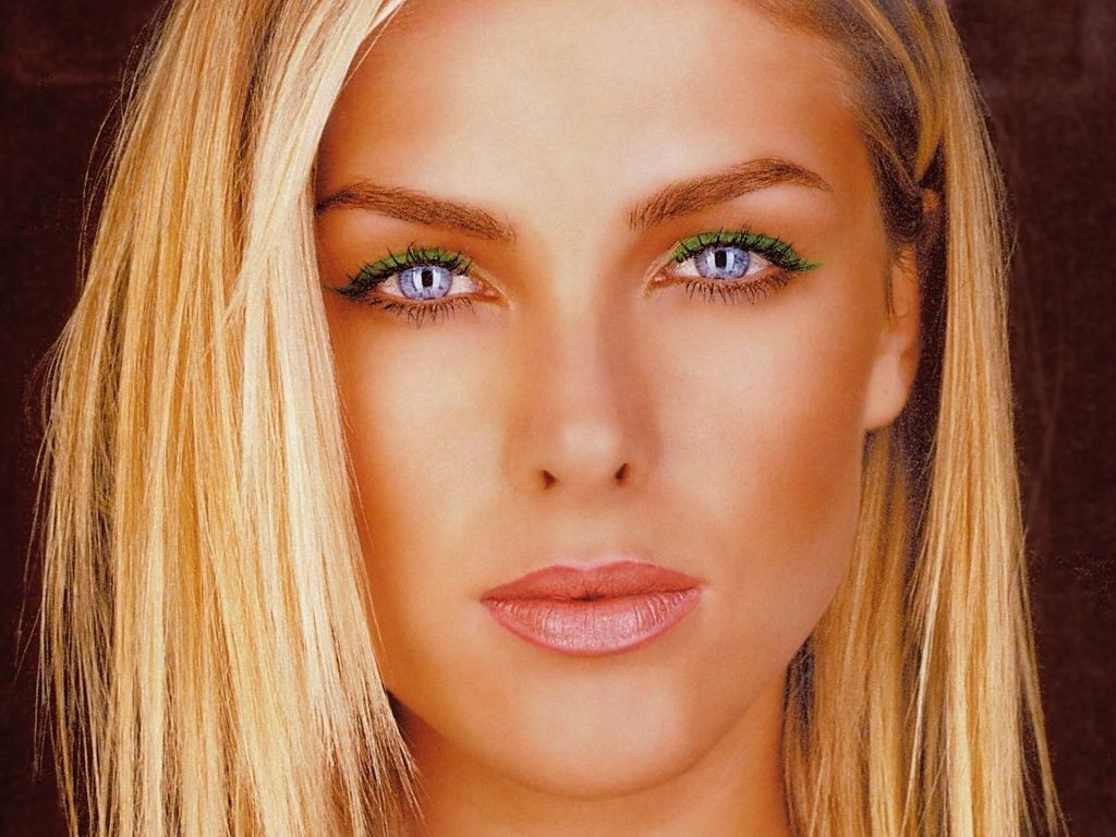 Moderatorin & Model Ana Hickmann